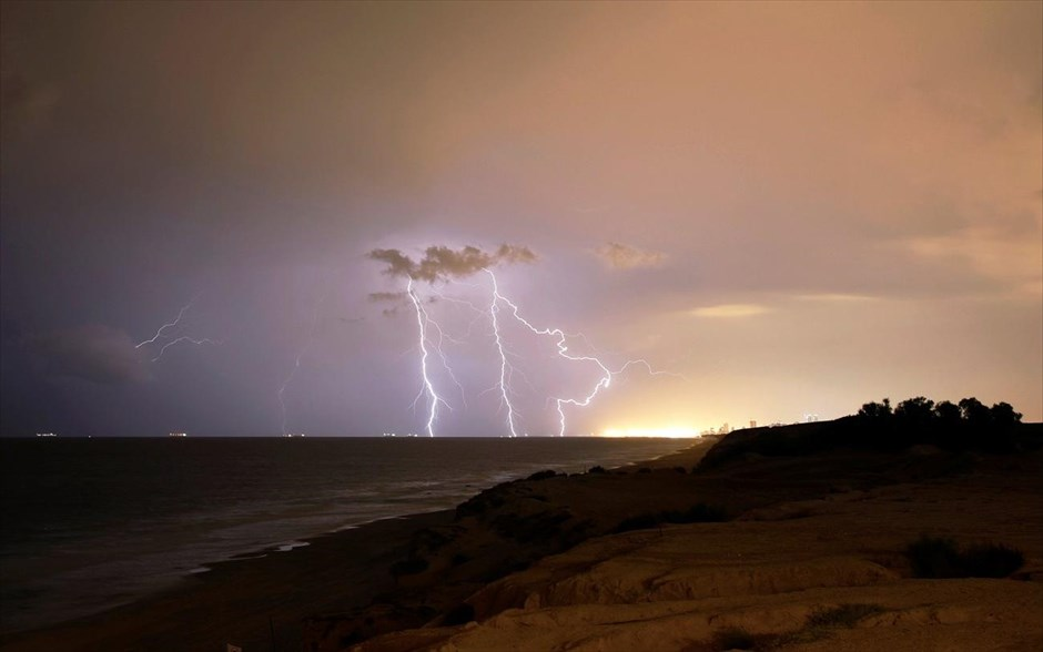 17.11.2018 | Bild des Tages | Blitze in Israel | Dream Boy Blog