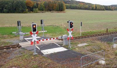 *Ich Wenn die DB einen sinnlosen Bahnübergang baut! Aber er funktioniert einwandfrei, nur Nutzlos!